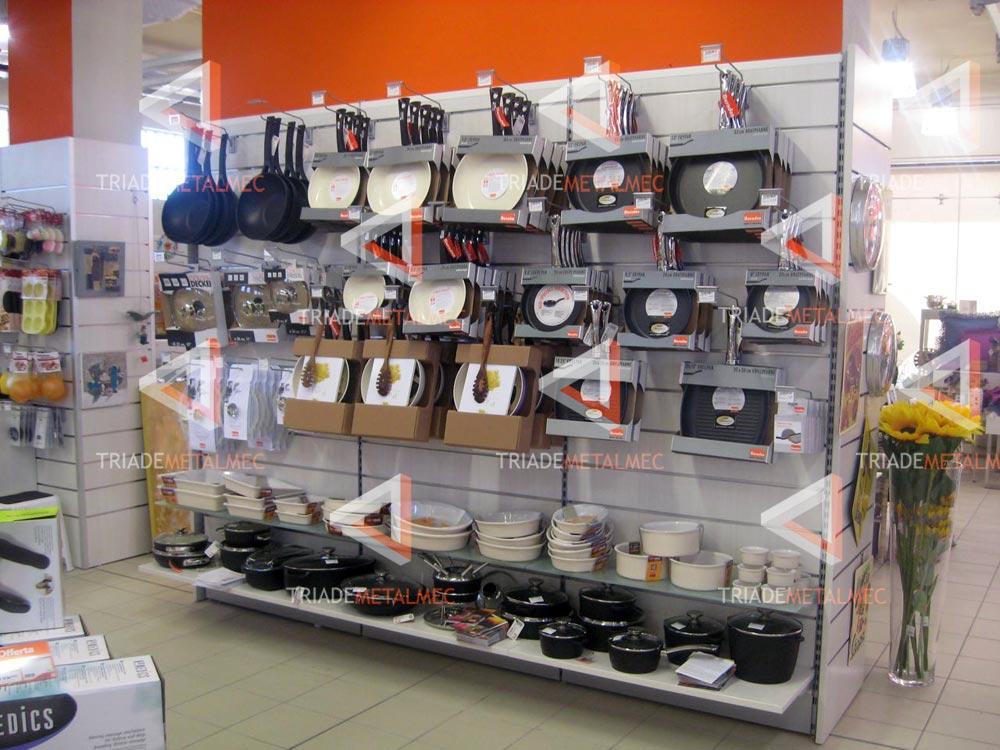 Famoso Prooduzione espositori e scaffalature per negozi di  ZP78